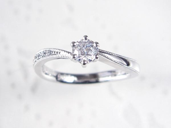 プラチナでの婚約指輪製作例/ダイヤの追加や装飾も可能です。