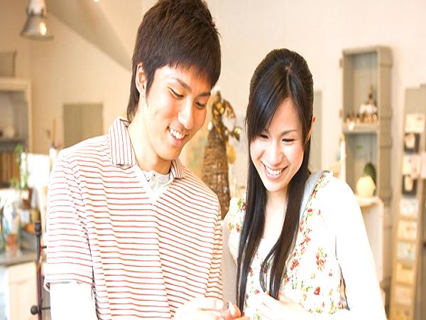 二人で選ぶ時間も思い出に。プロポーズ後は二人で一緒にデザインを選んで。
