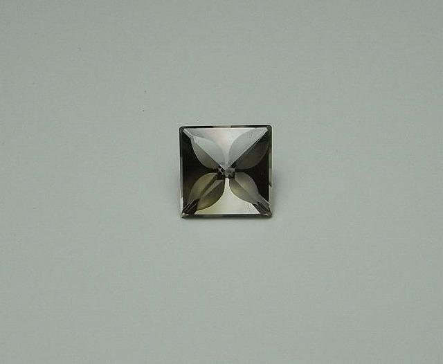 オリジナル・カットのスモーキークォーツ 10.0×10.0×7.1mm 3.75ct