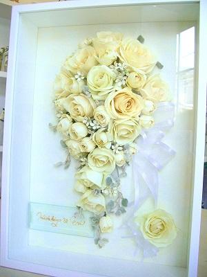 <p>思い出のブーケを永久保存。立体3D保存で美しさをそのままに。<br>ブーケの形のまま残せるので、思い出も永遠です。<br><br>ブーケだけじゃなく、頂いたお花や、結婚式に受け取ったトスブーケや、ご両親用花束、誕生日に貰った花など<br>何でもOK!</p><p>*写真のネームは現在はゴールドプレートに変更になっています。</p>