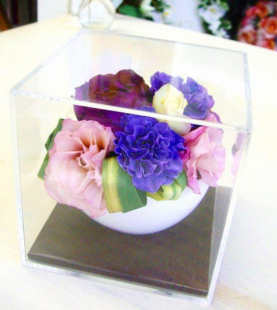 <p>ブーケを丸ごとではなく、「ブーケのお花を小分けにアレンジ」記念のお花はご両親だって欲しい!!<br>大親友への「幸せのおすそ分け」だって素敵!<br>もちろん自分用に心境のインテリアとして残しておきませんか?<br><br>「手にした瞬間残したくなる!」のが花嫁さんの気持ちですよね。よ~くわかります!!!<br><br>なので・・・。予約なしで、お店へ直送してください!<br>後日メールや電話で予算や残す輪数や残したいお花の指定などを打ち合わせして、ご希望にお応えいたします!ご安心下さい!<br></p>