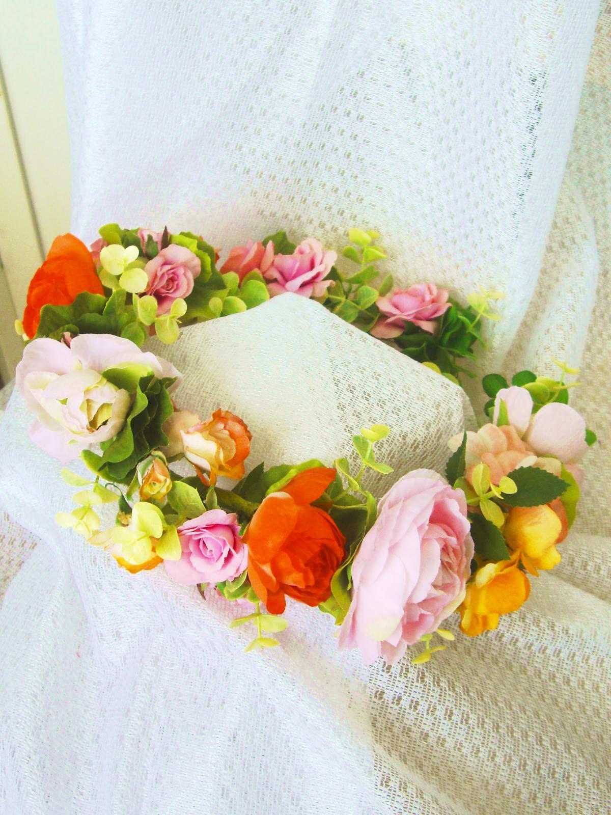 <div>花冠&ブーケは花嫁さんだけの特権!去年に引き続き大人気の花冠をカラフルに仕上げました。配色バランスはドレスやブーケに合わせるのばベスト★ダウンスタイルに花冠を乗せた花嫁さんは妖精のような美しさ&かわいらしさ★</div><div>二次会のワンピに合わせてそのまま花冠をつけて登場って手もあり。</div><div>花冠のお値段は大きさや太さによって5000円~作れます★大きすぎても細すぎてもイマイチだからそこはじっくり打合せして作成しますのでご安心下さい♪</div>