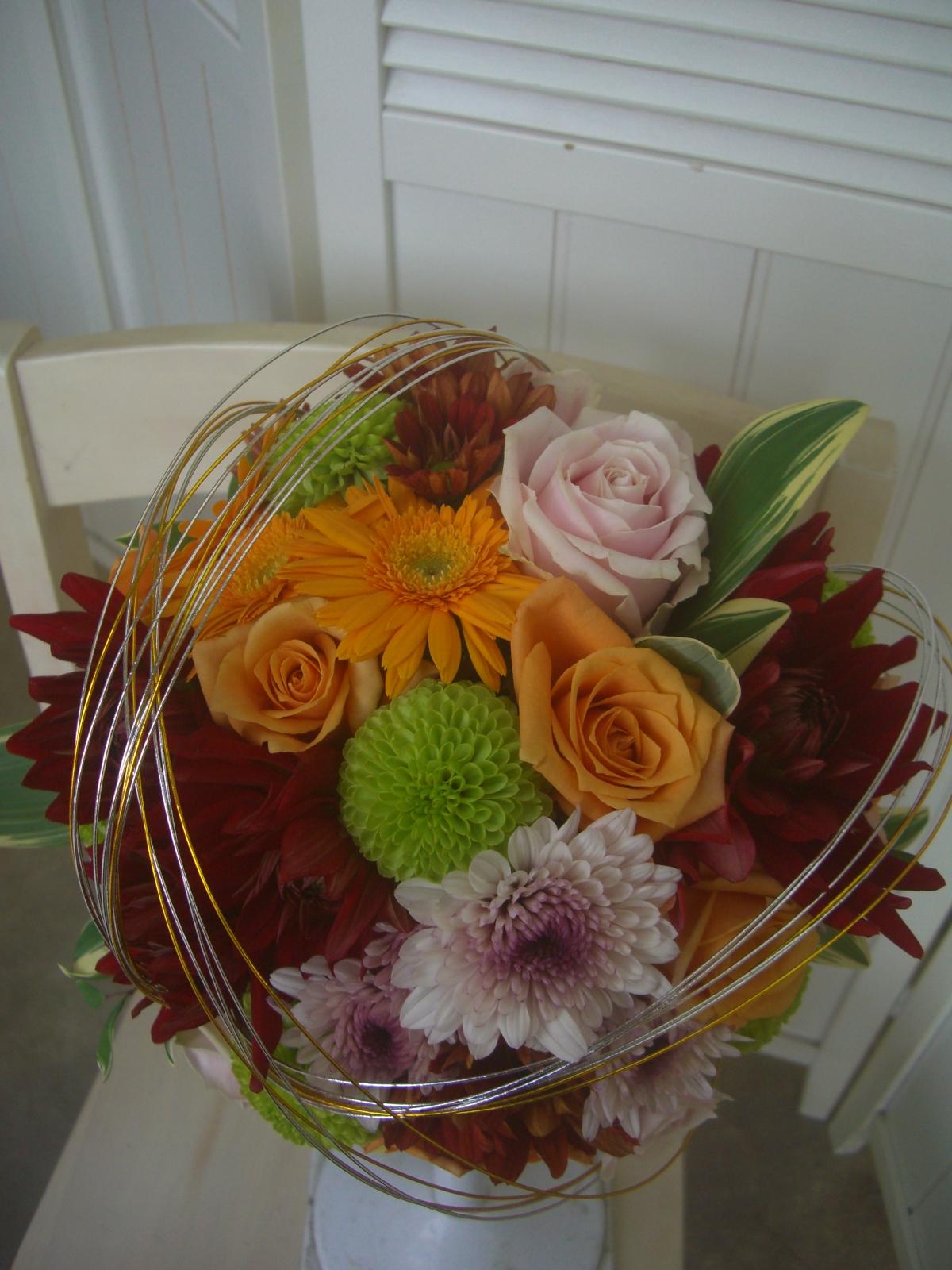 和装でもブーケを持ってより一層華やかに。和装の柄に合わせた配色で作るからピッタリ自分だけのオリジナル。へアパーツと合わせると、より一層和装が引き立ち美しい花嫁に仕上がりますよ。