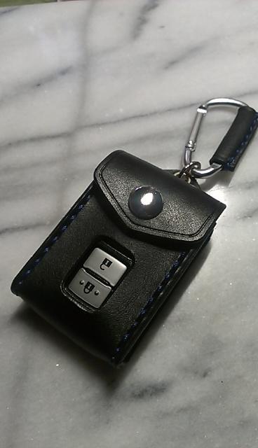 ハリアー他トヨタ用スマートキーケースです。適合サイズは参考が画像をご確認ください。