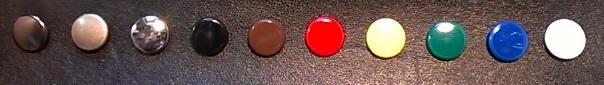 ボタンの色見本です。左から、いぶし、アンティーク、ニッケル、黒、茶、赤、黄、緑、青、白の10色からお選び頂けます。閲覧環境により若干の色味違いはご了承ください。