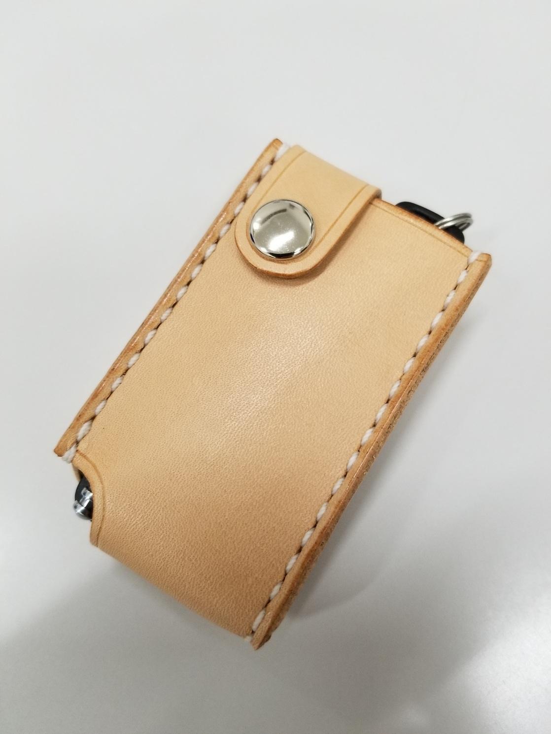 スマートキー装着。ケースに入れた状態でアンテナ伸縮が可能です。