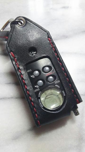 開口部から容易にボタン操作が可能です