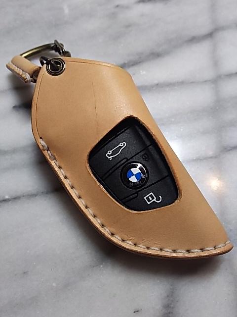 スマートキー使用例。背面に操作ボタンを配置しています