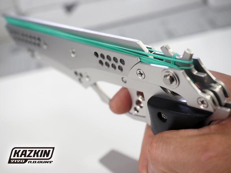 【装弾数12発】 拳銃の反動を再現したリコイルギミックを搭載