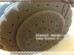 とってもリアルなビスケットがついたヘッドフォン!