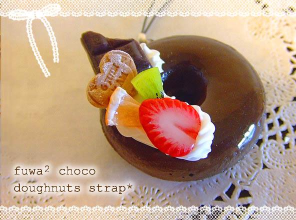 こちらはつやつやチョコドーナツ♪