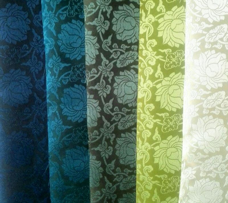華やかな蓮花紋がとても上品な高級タンです。緑系でまとめた5色setです。