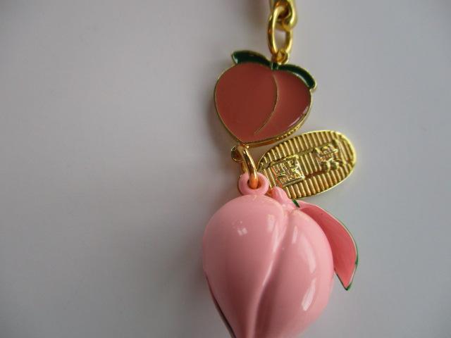 桃の中でも代表的なデザインの桃鈴ストラップ