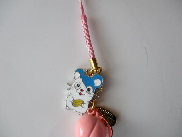 かわいいネズミと桃鈴のストラップ