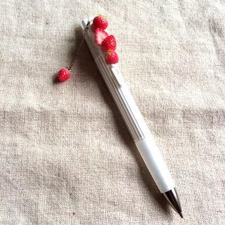 イチゴで飾った可愛いシャープペンシル