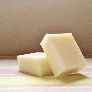 ヒース(ハーブ)の抽出オイルで作ったキッチンソープです。