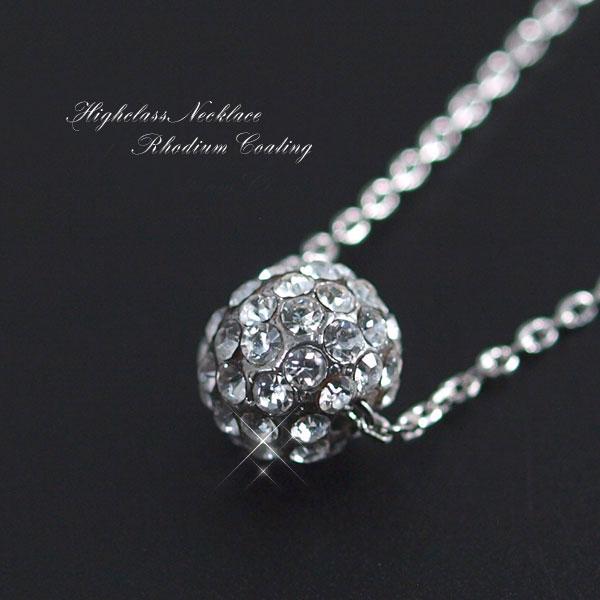 <p><strong>エレガントなPRECIOSA社製Crystal使用、キラキラボールネックレス!!</strong></p><p>トップのボールが揺れる度に輝き、</p><p>&nbsp;女性らしさを引き立ててくれる</p><p>&nbsp;エレガンスで素敵なボールネックレスです! <br><br>コロコロッとしたかわいらしいまんまるのボールに、</p><p>&nbsp;極上の輝きのプレシオサ社製クリスタルを ふんだんに使用</p><p>&nbsp;とてもキレイでかわいい仕上がりになっています❤ <br><br>使い勝手のいいデザインとこの贅沢感</p><p>&nbsp;さりげなく胸元を華やかに仕上げてくれるデザイン</p><p>&nbsp;オススメです! <br></p>