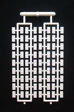 【プラモブロック】<br><br>ネイビーブルー新発売!!<br><br>2×4パーツが1シートに72個<br>ついています