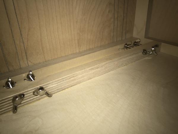 8弦のストリングが繊細なバズサウンドを演出