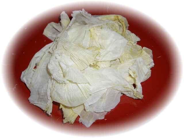 皮をむいた後の昆布を、職人が一枚一枚カンナをかけるように削っていきます。<br />お吸い物や、うどんなどに添えてどうぞ。