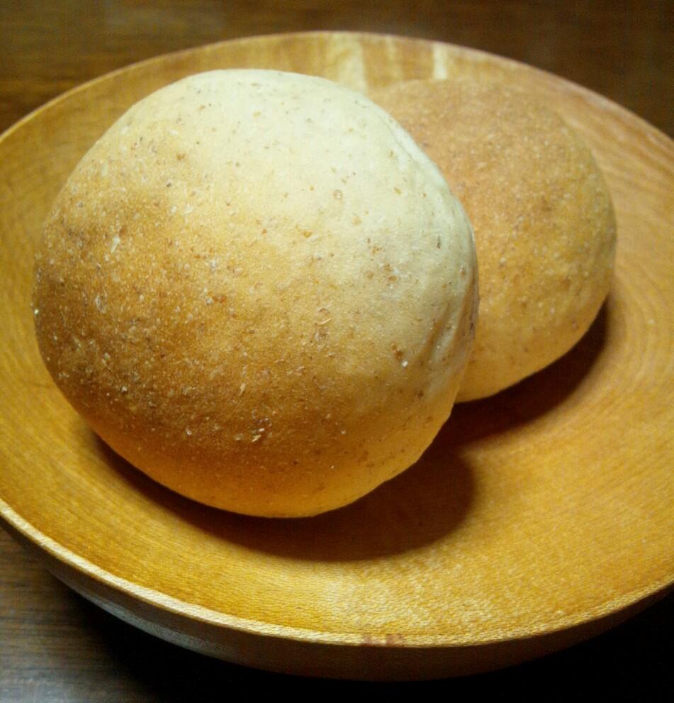 原材料 <div>国産小麦粉、国産全粒粉、自家製酵母、自家製ヨーグルト</div>