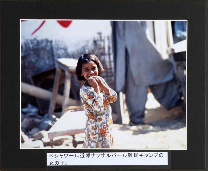 久保田が初めて開催した写真展で使ったパネル。<br />写真はアフガニスタン難民キャンプの少女。