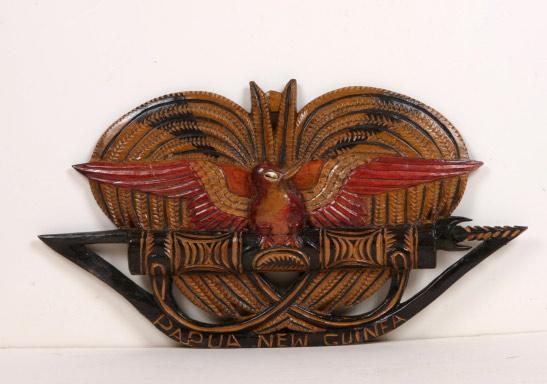 遙か昔、パプアニューギニアへチャーター便で行ったと。 ゴロカでシンシンのお祭りがあり購入した木彫りのお土産。