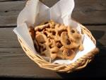 小麦粉・全粒粉・アーモンドプードル・ココナッツ・はちみつ・キャロブチップ・シナモン・オリーブ油