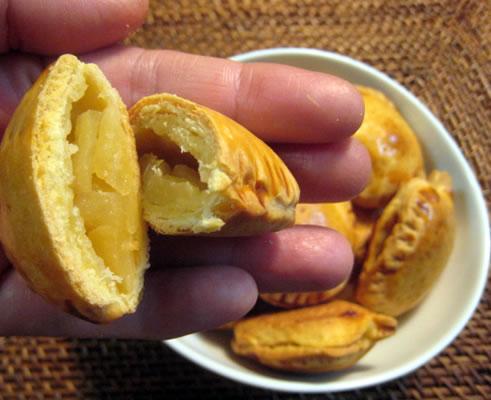 さくさくパイの中身は、甘酸っぱいリンゴがたっぷり(*^_^*)!少しトーストすると、香りがますますほんわか広がります。