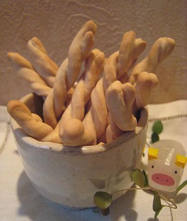 クルクルねじった形で、食感の楽しいプリッツです♪