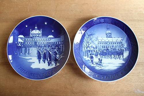 右がロイヤルコペンハーゲン1992年で4000円sold、左がB&G(ビングオーグレンダール)1990年で2500円。1点ずつの販売です。箱はありません。直径18.2センチ。