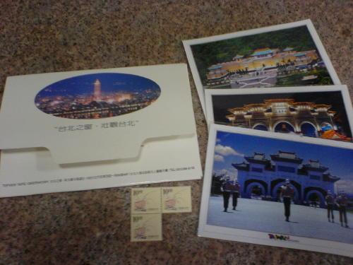 はがき3枚、切手付き<br>台北の新光摩天展望台で買って来た絵葉書です。<br>その時にホテルで買った切手(10.00X3)もおまけで付けます♪<br><br>はがきは1枚1枚ビニール袋入り<br><br>