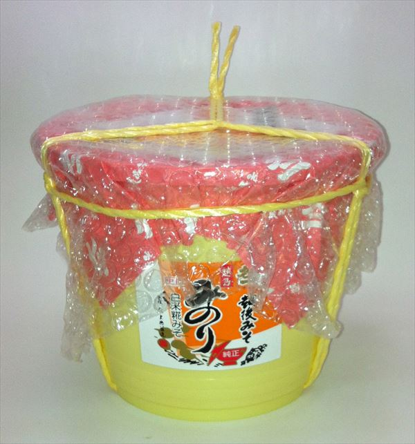 マイルドな味わいです。味噌の色が淡い黄色の甘口で低塩の味噌です。