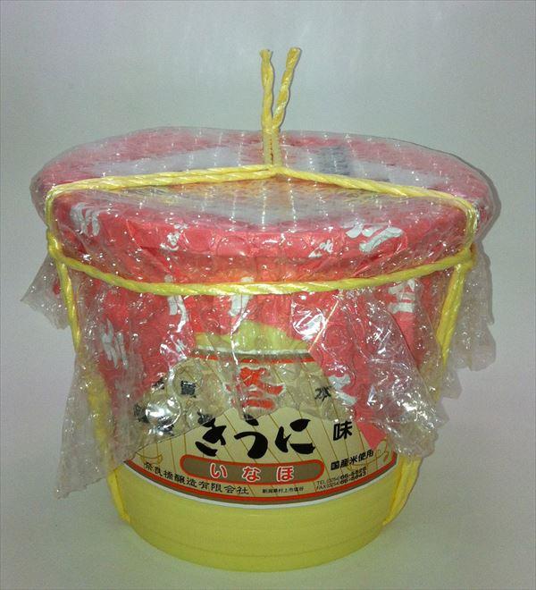 味噌の旨味と風味を造り出すため、1年~1年3カ月木桶で発酵熟成させました。当社自慢の味噌です。