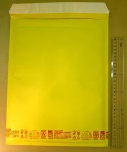 黄色いクッション封筒「ポップエコ」です。プチプチの内張りが付いていて中のものをしっかり保護します。サイズは大小10種類です。<br /><br />当店品番:PE009005<br />サイズ:280×360+50 有効内寸:260×350<br />参考用途:A4サイズ(厚物)
