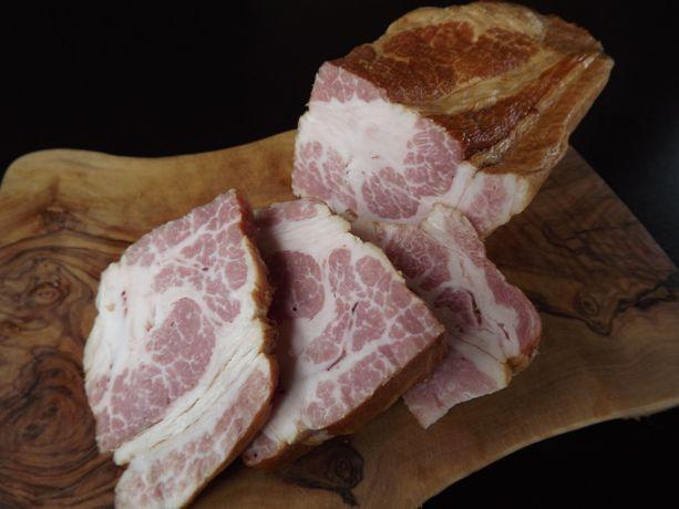 仔豚やわらか肩ロース肉のベーコン
