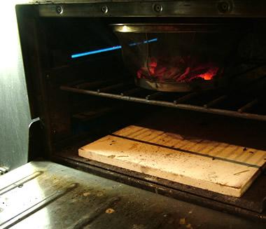 工夫次第で、本格ピザ窯に、より近くなります。