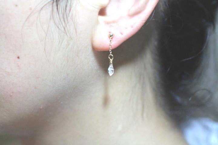 揺れるハーキマーダイヤモンドのミニマムピアス4