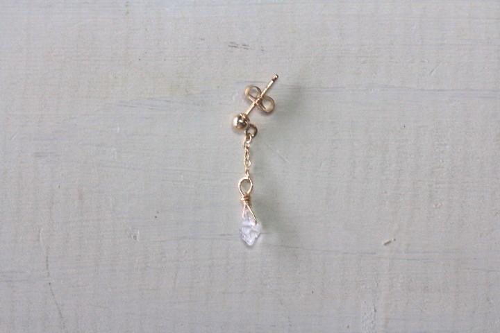 揺れるハーキマーダイヤモンドのミニマムピアス6