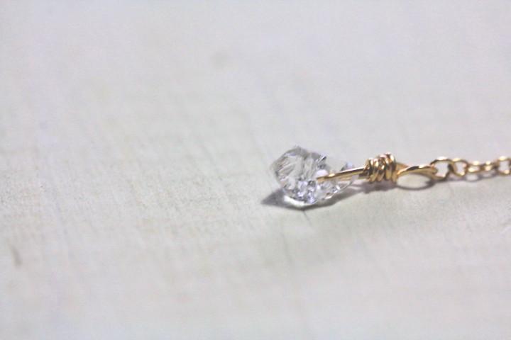 揺れるハーキマーダイヤモンドのミニマムピアス2