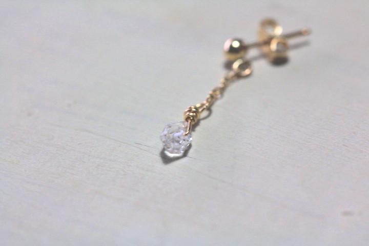 揺れるハーキマーダイヤモンドのミニマムピアス5