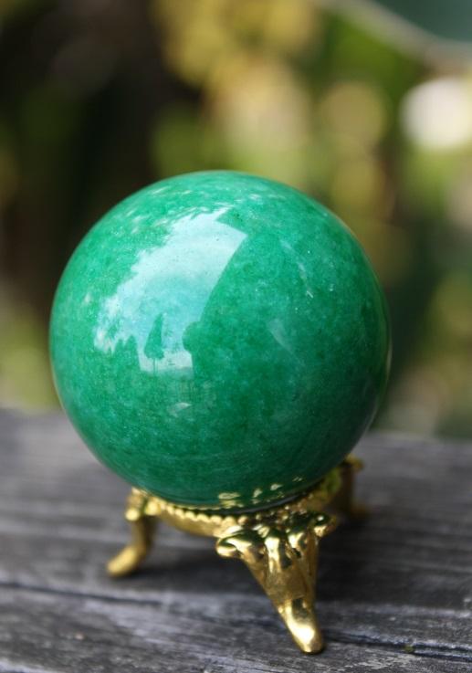 美しいエメラルドグリーン色