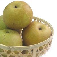 """大玉で食べ応え満点。すっきりと上品な甘さが人気の秘密です。一足早く秋の気配が音連れる松川町から、秋の名月のような梨をお楽しみください・・・♪<br>【お届け予定期間】10月1日~10月12日<br><a href=""""http://marutafunclub.cart.fc2.com/ca7/84/p2-r-s/""""><u>◆◆もっと詳しく◆◆</u></a><br>※送料は全国一律550円です。"""