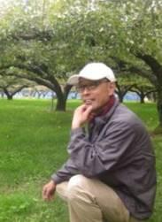 山田さん。風通りのよい園地にて。