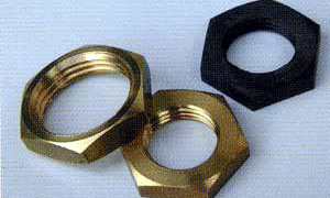 ※写真右上の黒色ナットは比較用の純正樹脂ナットです。