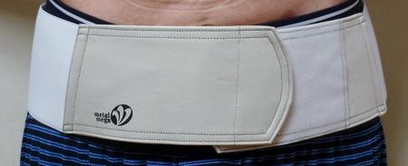 特許健康ベルト 腰用布製 Lサイズ 装着例