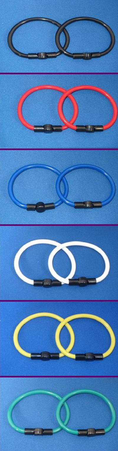 健康リング 手首用塩化ビニール製 脱着器付 6色 装着例
