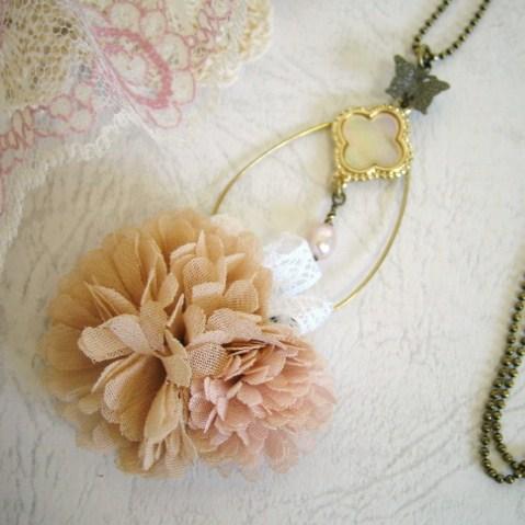 ☆優しい色合いのお花のネックレス<br /><br />