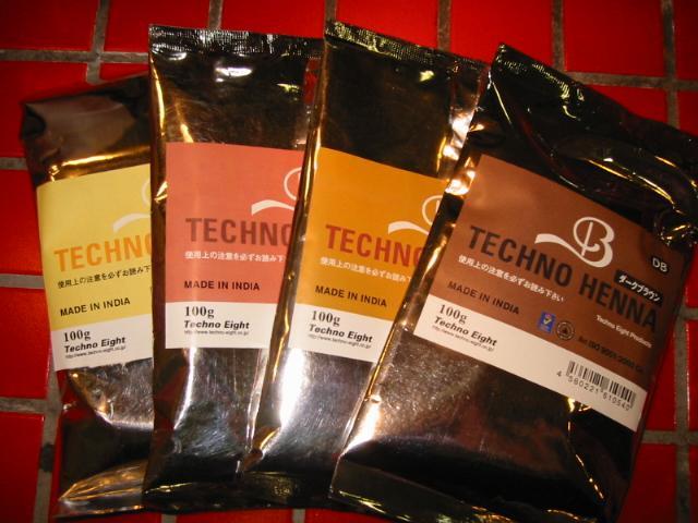 ヘナは、ミソハギ科指甲花の葉の粉末で、紅茶と同じように、1年の間に葉を摘みます。 なかでも、11月~4月に無農薬・有機栽培された最高品質のヘナで、精製工場はインドでただ一社国際標準化機構NO,IS09001を取得した工場で加工し、粒子の細かさ、染まりやすさは ご使用いただければ、お解かりいただけると思います。 原産地はインド等の西南アジアや、エジプト等の北アフリカで、中でもインド、ラジャスタン産 が世界最大にして最高品質のブランドです。 インドでは毛染めとトリートメントとしてだけではなく、伝承医学(アーユル・ヴェーダ) に使われています。葉から採取した油は頭痛薬として、煎じた葉の汁は火傷治療や 水泡治療として、その他肝臓病、皮膚ガン治療にと、その多様性が万能薬として 広く知られています。  ☆テクノヘナをおすすめしたい方は・・・。☆  ・髪の痛んでいる方 ・硬くて多い方 ・枝毛が気になる方 ・くせ毛の方 ・ナチュラル志向の方 ・定期的に染めたい方 ・髪にコシがない方  ★カラーバリエーション★  ・マイルドブラック(天然100%のヘナに3%の黒の染料を加え、真黒に染まる。)  ・ダークブラウン(天然100%のヘナに2%のこげ茶の染料を加え、ブラックより少し明るめに染まる。)  ・ブラウン(天然100%のヘナに2%の茶の染料を加え、自然な茶色に染まる。)  ・スペシャルブラウン(天然100%のヘナに3%の栗茶の染料を加え、明るめの栗毛に染まる。)  ・マロンブラウン  ・スーパーブラウン(天然100%のヘナに1%未満の茶の染料を加え、明るめの茶毛に染まる。)  ・ライトブラウン(天然100%のヘナに2%の黄茶の染料を加え、赤みのない明るめのブラウンに染まる。)  ・マホガニー(天然100%のヘナに3%の赤紫の染料を加え、白髪が赤紫になる。)  ・ワインレッド(天然100%のヘナに2%の赤の染料を加え、ボルドー色の色味になる。)  ・ナチュラル(天然100%。 白髪がオレンジになり、黒髪も多少トーンアップ 化粧品登録)  ・ゴールド(天然100%。 ナチュラルよりも赤みをおさえる、黒髪も多少トーンアップ 化粧品登録)  ・ハーブオレンジ(天然100%。白髪が濃いオレンジ色になり、黒髪も多少トーンアップ。化粧品登録)  ※ハーブマホガニー(天然100%。自然な茶色に染まる。化粧品登録)  ※ハーブブラウン(天然100%。明るめの茶色に染まる。)    ※酸化することで発色するため、染め上がりは薄いグリーンになり12時間位で変化する。   ☆プロセス☆  ・ヘナを水で3~4倍で溶いてご使用ください。マヨネーズくらいの柔らかさです。 ・1回の使用量、ショートで40~50グラム ・放置時間:15分~30分  ご希望の色をお知らせください。数量1で100gです。  メーカーホームページ www.techno-eight.co.jp    ★マイルドブラックは、かなり黒いですので、黒に近く染めたい方は、ダークブラウンが良いと思います。ミックスしてもご使用いただけます