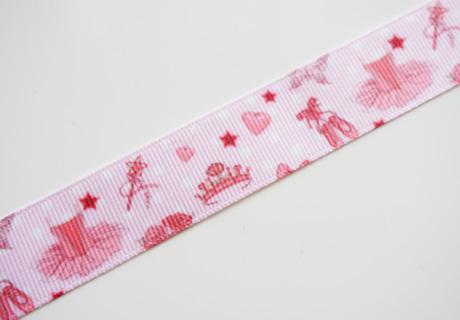 <p>女の子らしいバレエ柄のリボンです♪</p><p><br></p><p>幅2.2cm/1mのお値段です。</p><p>※片面プリントです<br></p>